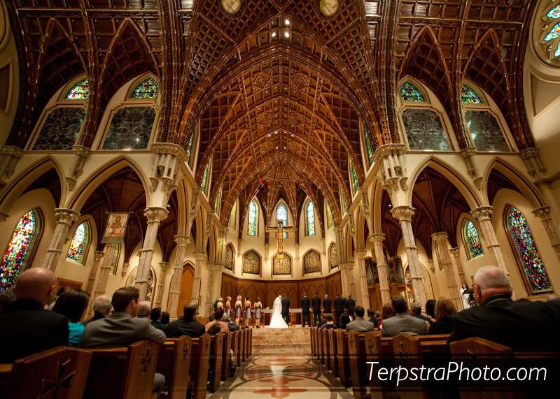 Wedding Pics at The Holy Name Cathedral in Downtown Chicago